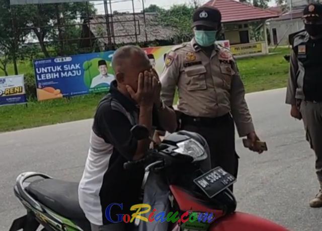 Drama, Terjaring Razia Masker Pria di Siak Ini Nangis Histeris