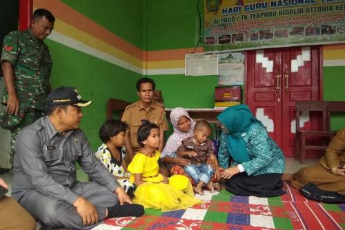 Ditinggal Ibu 3 Tahun Lalu, 3 Bocah di Tapsel Cari Sabun di Belakang Rumah Warga Tiap Hari untuk Dimakan