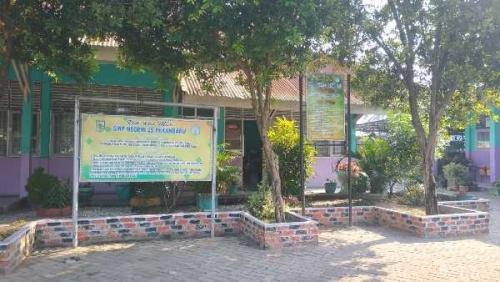 Harga Seragam Rp1,9 Juta, Kepsek SMPN 25 Pekanbaru: Tidak Ada Unsur Paksaan