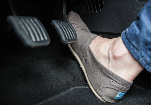 Perlukah Tekan Gas Sebelum Matikan Mesin Mobil? Begini Jawaban Ahli dari UGM