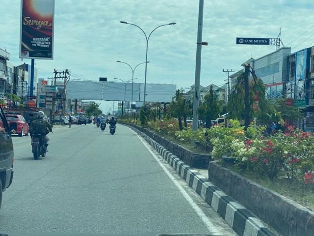 Tiang Reklame Ilegal Masih Menjulang di Kota Pekanbaru