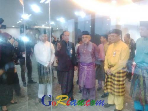 Hari Ini Gedung Utama Bank Riau Kepri Diresmikan