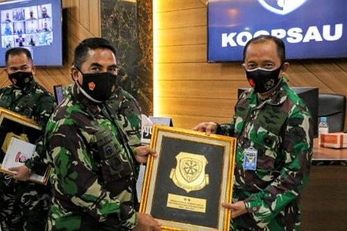 Skadud 16 Rydder Roesmin Nurjadin Pakanbaru Raih Penghargaan Zero Accident Award dari Pangkoopsau