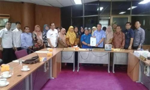 Datangi DPRD Riau, Guru Honorer Minta Tunjangan Hari Raya dan Kenaikan Gaji