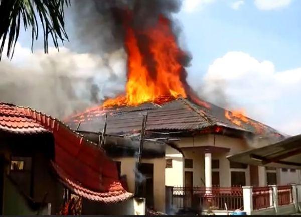 Enam Rumah di Kelurahan Tobek Godang Pekanbaru Terbakar