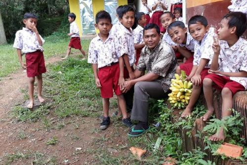 Jadi Guru Honor 18 Tahun, Nur Fadli Dirikan 10 Sekolah Gratis, Begini Kisahnya