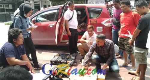 Ditresnarkoba Polda Riau Gulung Dua Pengedar yang Bawa 60 Bungkus Daun Ganja Pakai Suzuki Ertiga