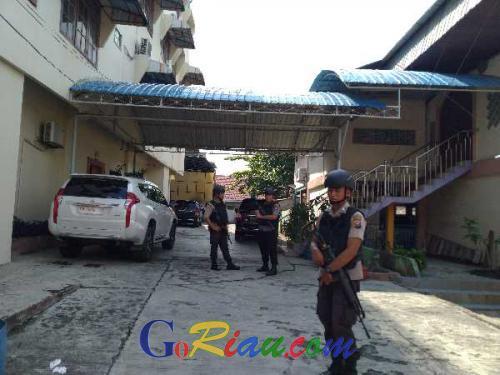 BreakingNews: KPK Geledah Rumah Pengusaha Ternama di Jalan Tanjung Datuk Pekanbaru