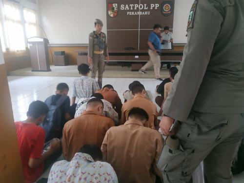 Nongkrong di Warnet Saat Jam Sekolah, 15 Siswa Diangkut Satpol PP Pekanbaru