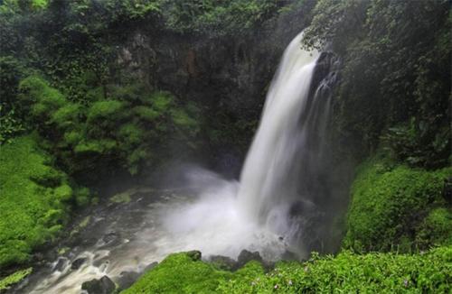 Terbang dengan Sriwijaya Air dan Nikmati Uniknya 2 Air Terjun Ini