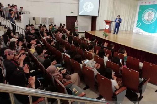 Mahasiswa Kedokteran Indonesia di China Protes Wacana Luhut Permudah Izin Praktik Dokter Asing