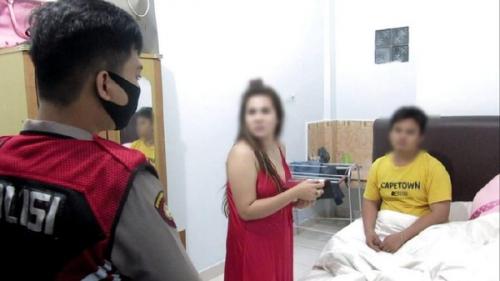 Mesum di Hotel, Saat Digerebek Mengaku Tante dan Keponakan