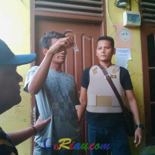 Ratusan Aparat Gabungan Bersenjata Lengkap, Grebek Kampung Narkoba di Pekanbaru, Delapan Orang Diangkut