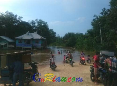 Sungai Nilo Kembali Meluap, Satu Desa di Pelalawan Terisolasi