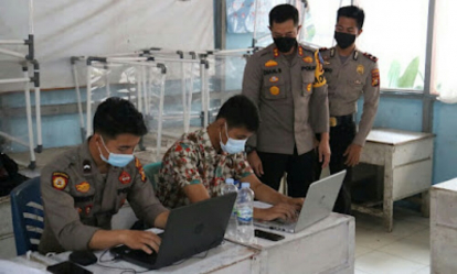 Kapolres Inhil Tinjau Vaksinasi Covid-19 untuk 500 Guru dan Siswa SMK di Tembilahan
