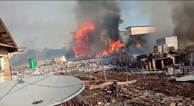 Kebakaran di Rangsang, 4 Rumah dan 4 Gudang Serta 10 Bangunan Walet Dilahap Sijago Merah