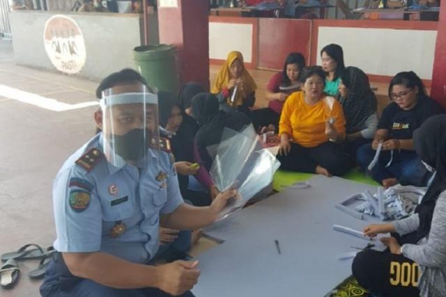 Warga Rutan Dumai Produksi Face Shield dan Masker Cegah Covid-19