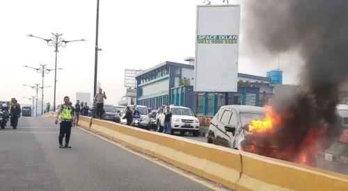 Baru Satu Bulan Dibeli, Mobil Xpander Terbakar di Fly Over Pekanbaru