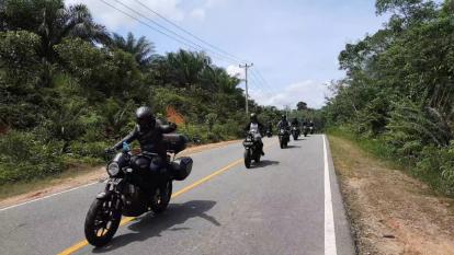 Biker XSR 155 Makin Gemar Taklukan Alam Menantang Kalimantan