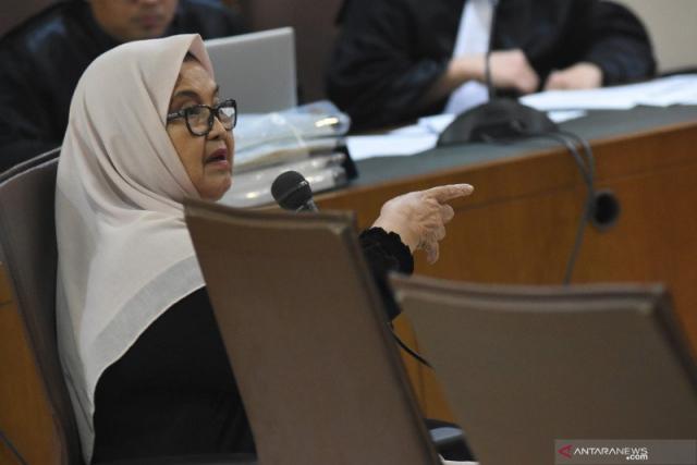 Mantan Menteri Kesehatan Siti Fadilah Supari Bebas