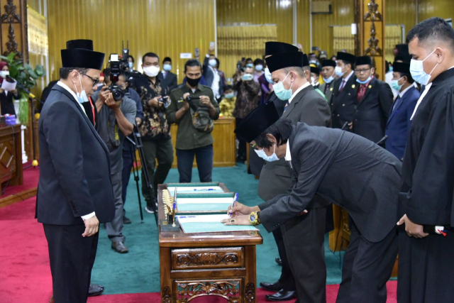 3 PAW Anggota DPRD Bengkalis Diambil Sumpah dan Janjinya