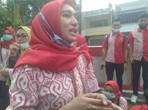 GoRiau Silvia saat ditanya wartawan.