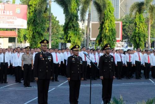 GoRiau H Asmar saat menerima kenaikan