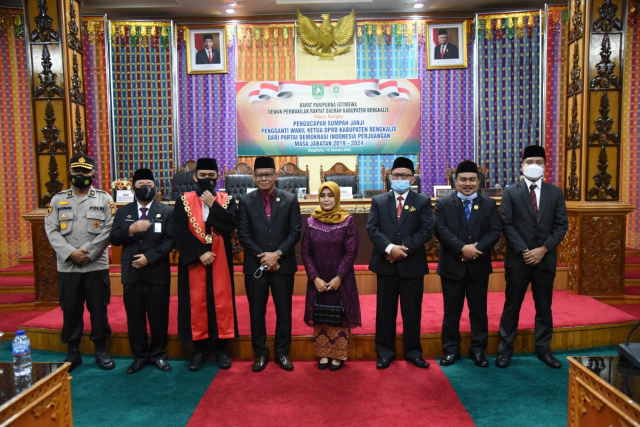 GoRiau Sofyan dan isteri foto bersama