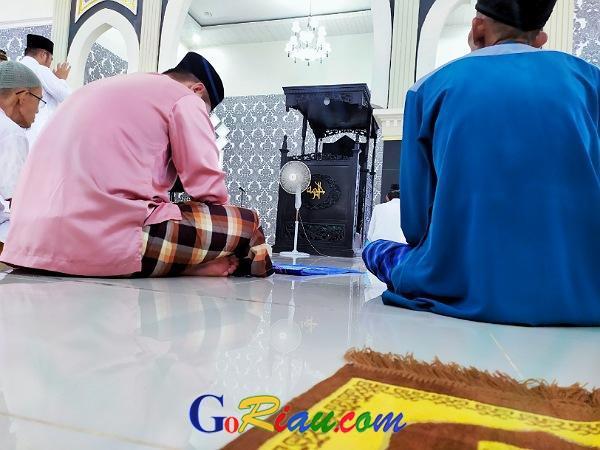 GoRiau Para jamaah Masjid Ar-Rahmah s